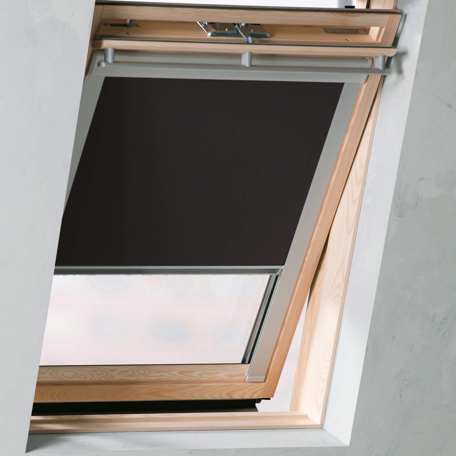 Dachfenster rollo schwarz ggl gpl ghl c02 von sol royal for Dimension velux gfl 1