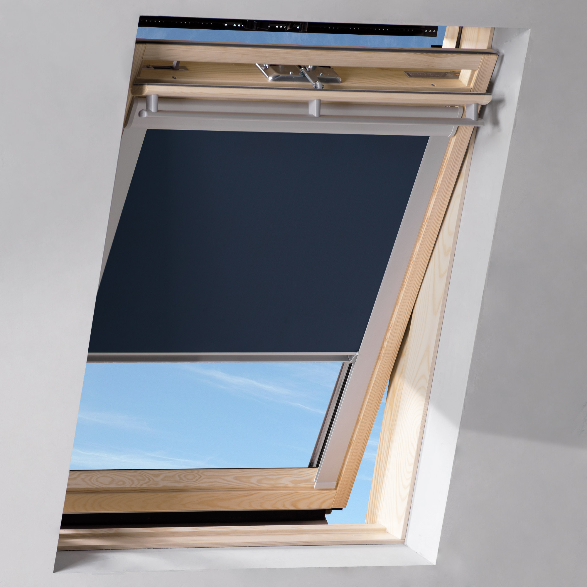 dachfenster rollo blau ggl ggu gzl ghl ghu gpu gpl m06 306 14 von sol royal hier kaufen im. Black Bedroom Furniture Sets. Home Design Ideas